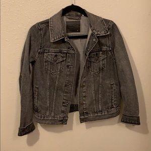 Dark gray Levi's trucker jean jacket